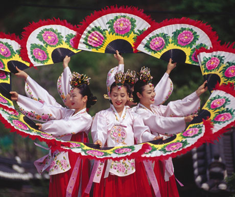 South Korea tour - traditional fan dance