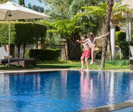 Four Seasons Westcliff family pool