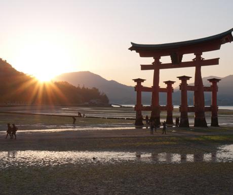 Miyajima's-famous-gate-at-low-tide