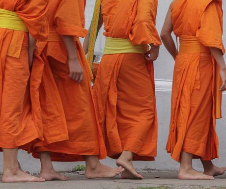 monk-procession
