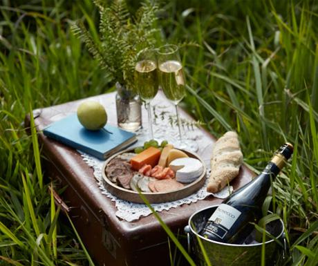 A picnic breakfast