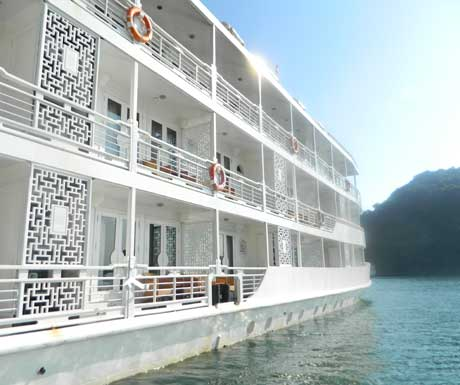 The-Au-Co-on-Halong-Bay