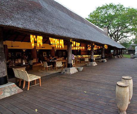 Mfuwe_Lodge_Dining_Area