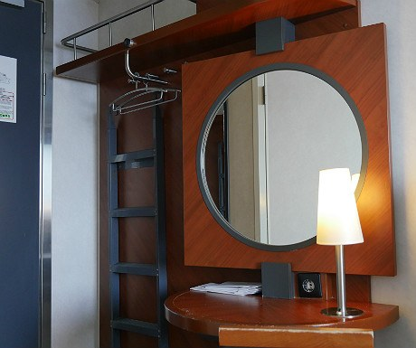 Cabin dressing table