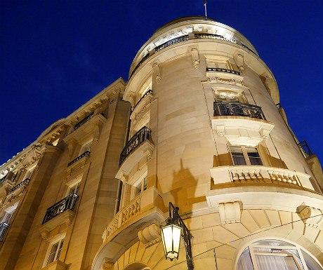 Hotel Maria Cristina at dusk
