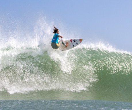 Mancora Surfing