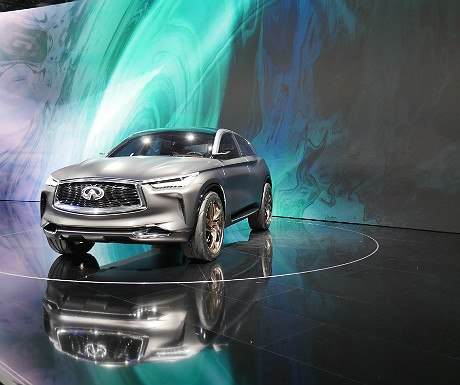 infiniti-concept-car-on-display