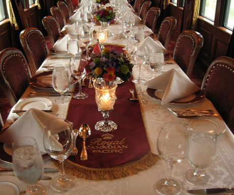 royal-canadian-pacific-dining-car