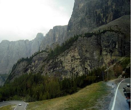 Scenic walk: Gardena Pass to Colfosco, Dolomites