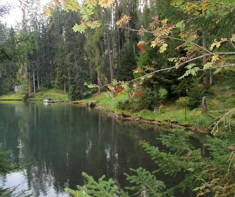Scenic walk: Badia to pretty Sompunt Lake