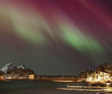 the northern lights over Hamn i Senja