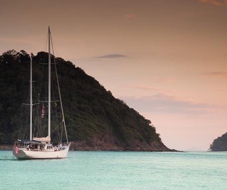 burma-boatings-meta-iv-yacht-on-the-andaman-sea