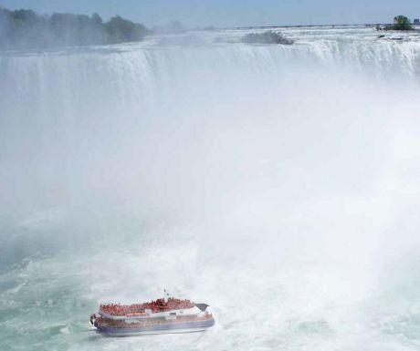 Niagara Falls with Hornblower boat