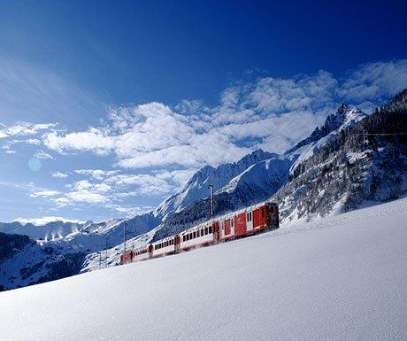 train-in-snow