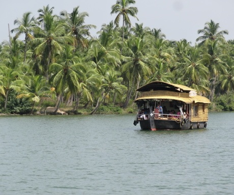 lotus-heritage-houseboat-experience-travel-group-south-india