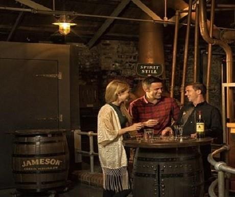Couple whiskey tasting at Jameson Bow Street Distillery, Dublin