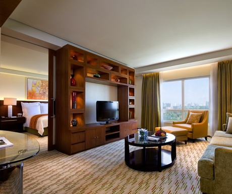 Marriott-Manila-Executive-Suite_