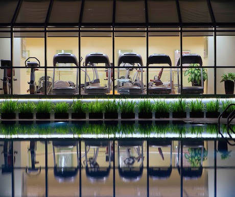 Sheraton-Towers-Saigon-Sheraton-Fitness-by-pool