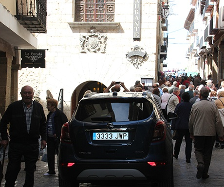 Morella buzzing on market day