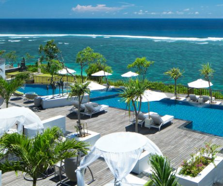 The pool and sundeck at Samabe