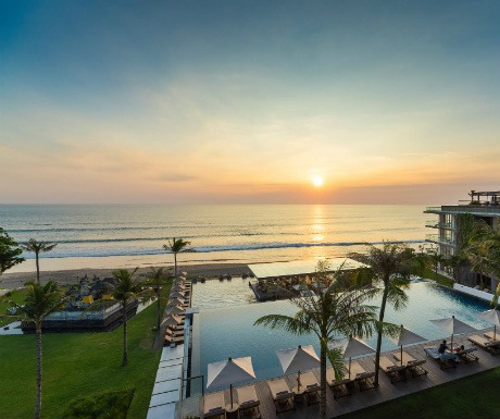 5 of the most amazing luxury resorts in bali a luxury for Best hotels in seminyak