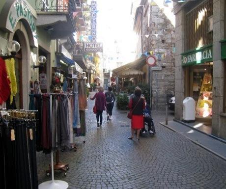 Lake Maggiore, Stresa shops