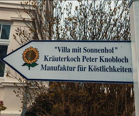 villa-sonnenhof-schild-firstwithHertz_altb