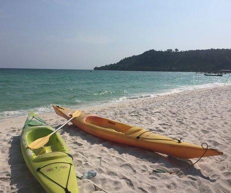 Koh-Rong-Beach-canoes