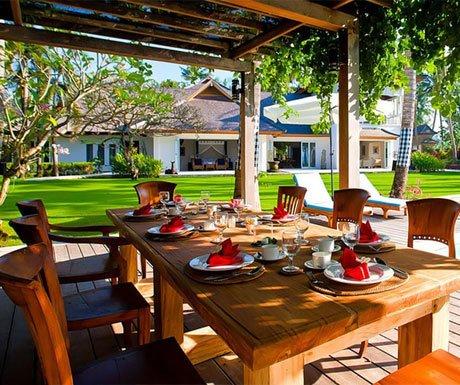 Villa Puri Nirwana outdoor dining