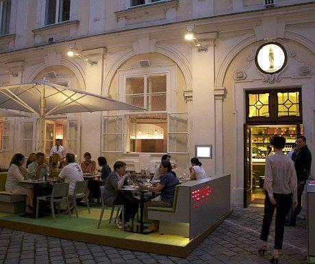 Avoid Tourist Crowds in Vienna: restaurant Freyung 4