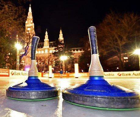Vienna winter sports: curling at Wiener Eistraum, Vienna City Hall
