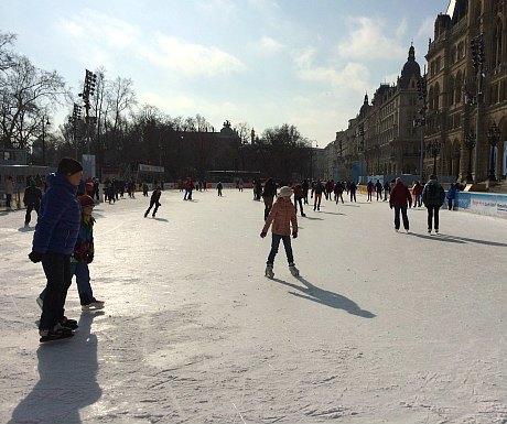 Vienna winter sports: Wiener Eistraum iceskating