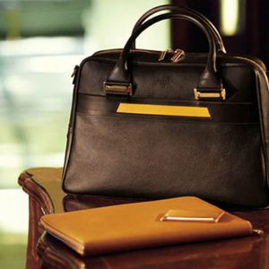 Top 10 luxury travel gifts for her this Christmas (UK & Europe edition)