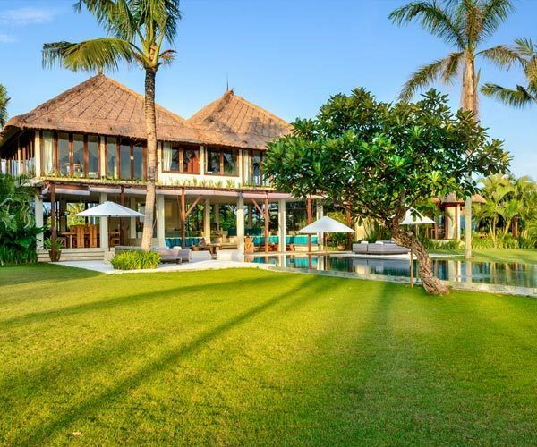Villa-Shalimar-Bali-large-garden-for-wedding-parties