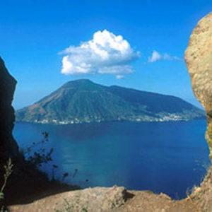 Discover 5 secret island archipelagos by luxury yacht charter