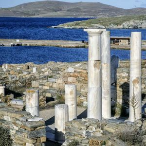 5 of the best ancient archeological sites to visit on a private yacht charter in the Greek Cycladic Islands