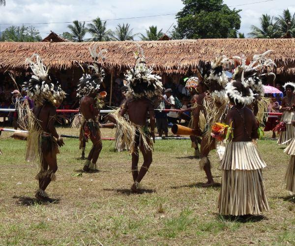 Papua New Guinea People Dancing3