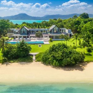 Beachfront or sea view? Choosing your villa holiday setting