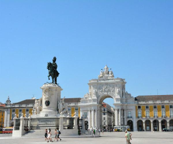 praca-do-comercio-lisbon-portugalholidays4u