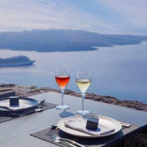 5 romantic experiences in Santorini