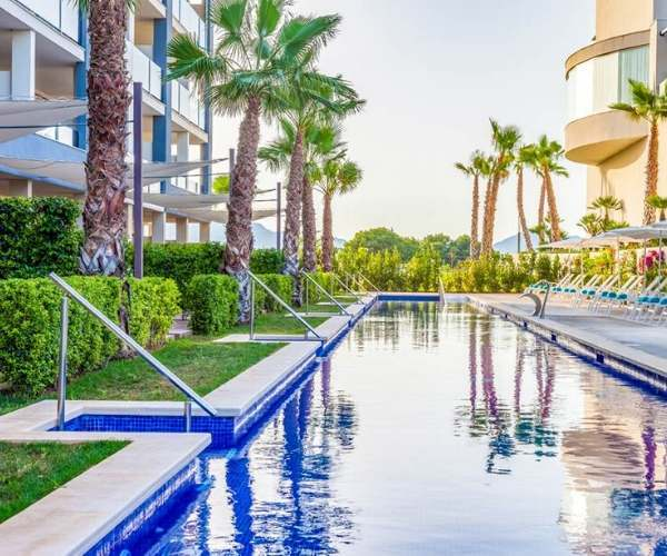 Zafiro Palace Alcudia swim up rooms