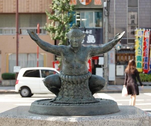 sumo statue