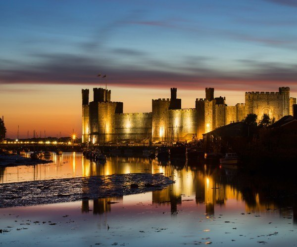 The popular castle at Caernarfon. Known in our Welsh local tongue as 'Castell Caernarfon'.