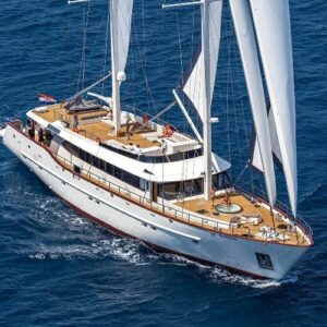 Cruising Croatia's sparkling seas withsailing yacht Navilux
