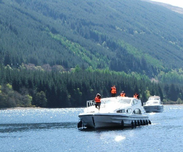 Taking a Le Boat cruiser on the Caledonian Canal, Scotland